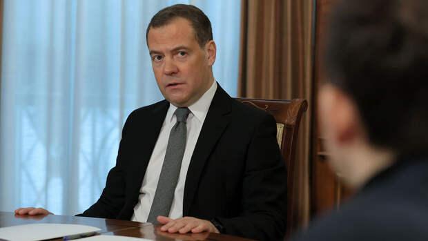 """Медведев назвал """"расправой"""" преследование Медведчука на Украине"""