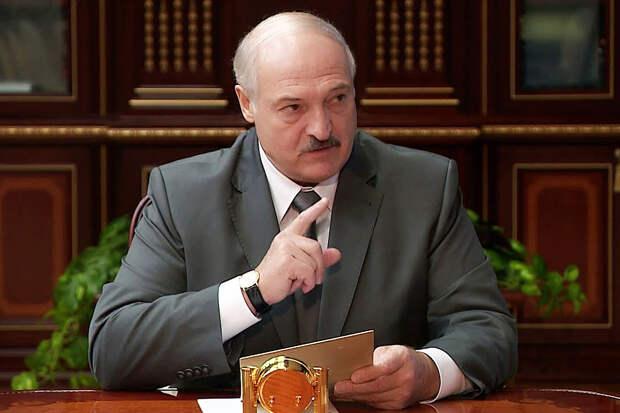 Лукашенко приказал лишать рук за прикосновение к силовикам