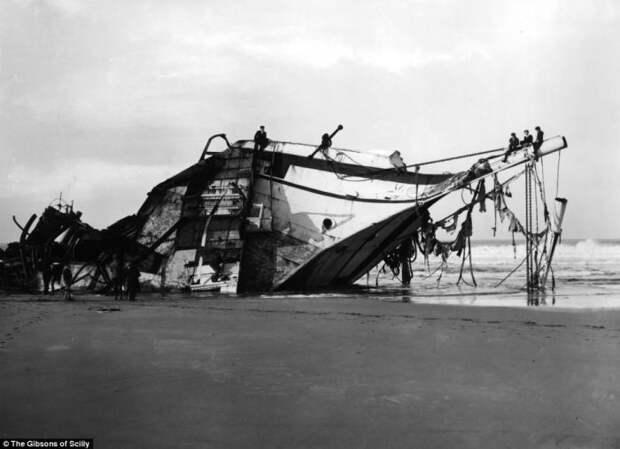 10 жутких фотографий кораблекрушений: Необычное хобби британской семьи