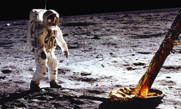 Можно ли выстрелить с Луны из пистолета, чтобы пуля долетела до Земли