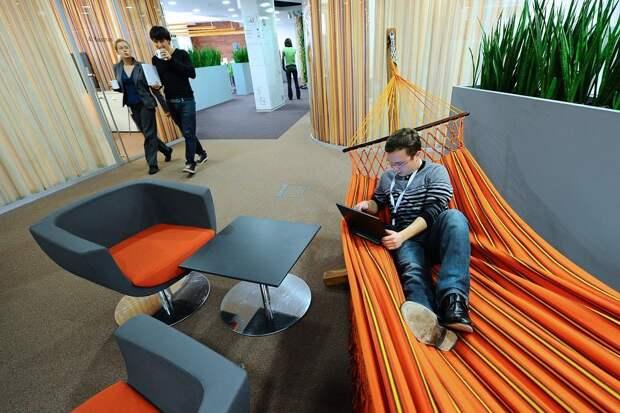 Чем помогут на работе зона для сна и зеленый уголок с живым мхом