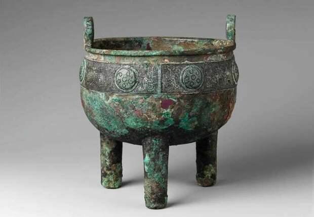 Бронзовая ночная чаша династии Шан, ок. 1600-1046 гг. до н. э. \ Фото: facebook.com.
