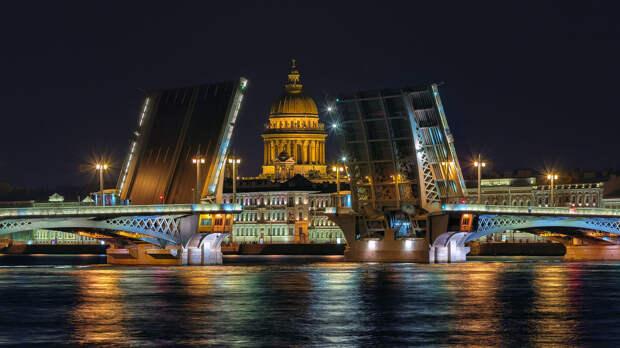 Благовещенский мост в Санкт-Петербурге – первая постоянная разводная переправа через Неву