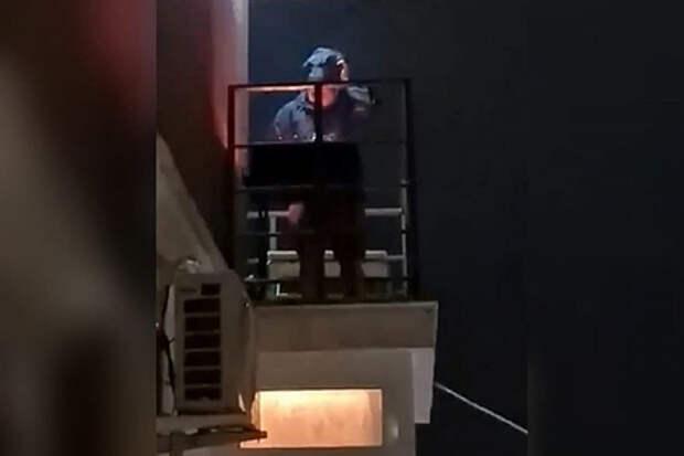 Россиянина накажут за готовку на балконе