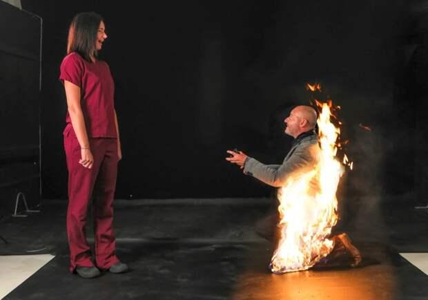 Пламя страсти: каскадер сделал предложение любимой, пылая вогне