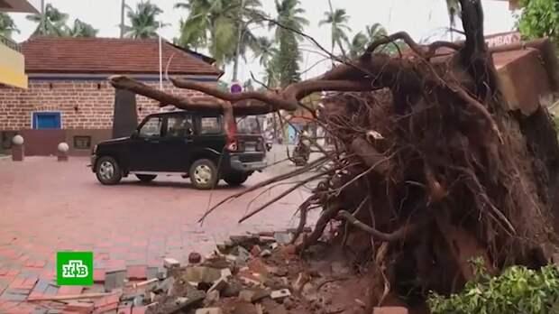На Индию обрушился смертоносный ураган: видео