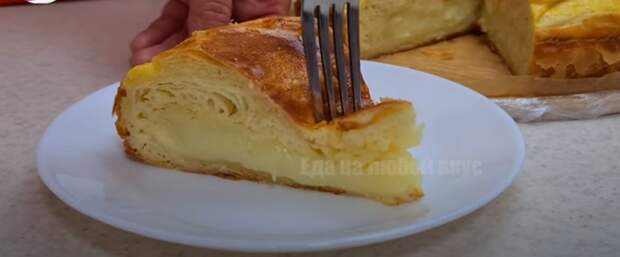 Такой шикарный пирог никогда не надоест. Очень вкусный, соленый, с нежным кремом