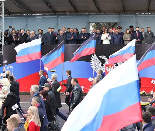 В Донецке масштабно отметили День Республики
