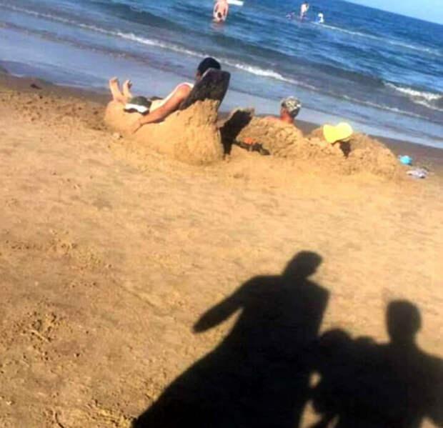 Находчивые отдыхающие.   Фото: Поросёнка.нет.