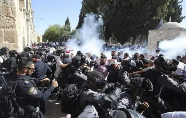 ВИерусалиме возобновились атаки палестинцев наХрамовую гору