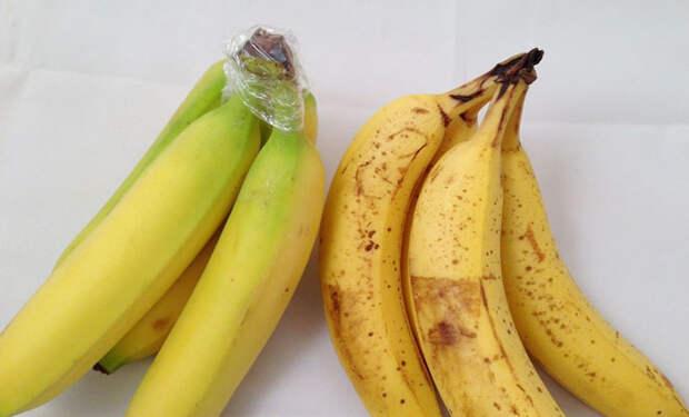 Храним бананы долго и они не чернеют: заматываем ножку пленкой