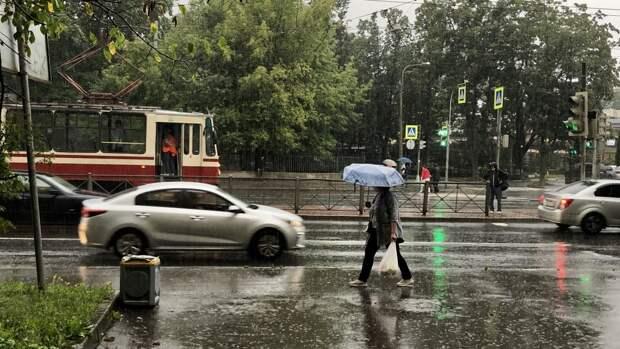 Сильный ливень вызвал грязевой оползень в Красноярске