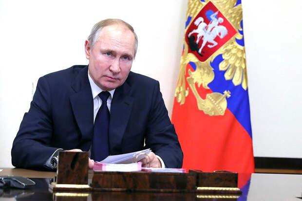 Путин призвал обеспечивать работой в первую очередь россиян