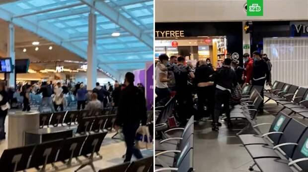 Массовая драка в аэропорту Лондона: 4 человека ранены, 17 задержаны