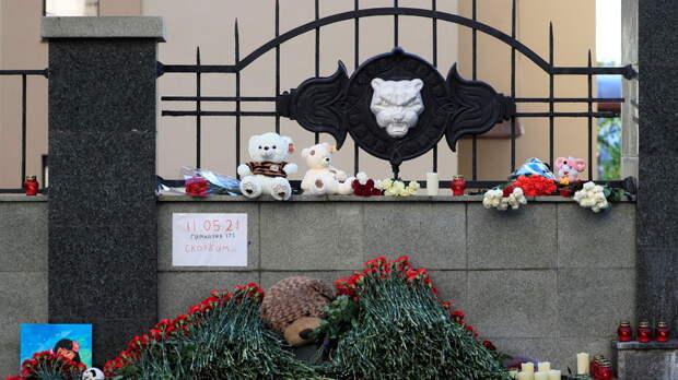 Бастрыкин и Минниханов посетили в больнице пострадавших при стрельбе в Казани детей