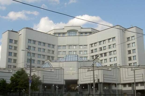 Шесть судей Конституционного суда Украины заблокировали его работу