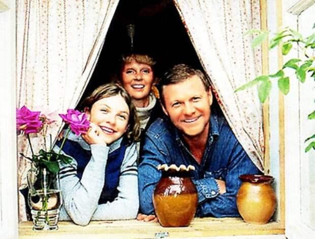 Виталий Соломин с семьей | Фото: vokrug.tv