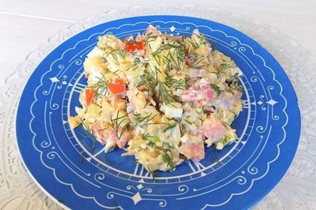 Очень вкусный салат с ветчиной и сыром