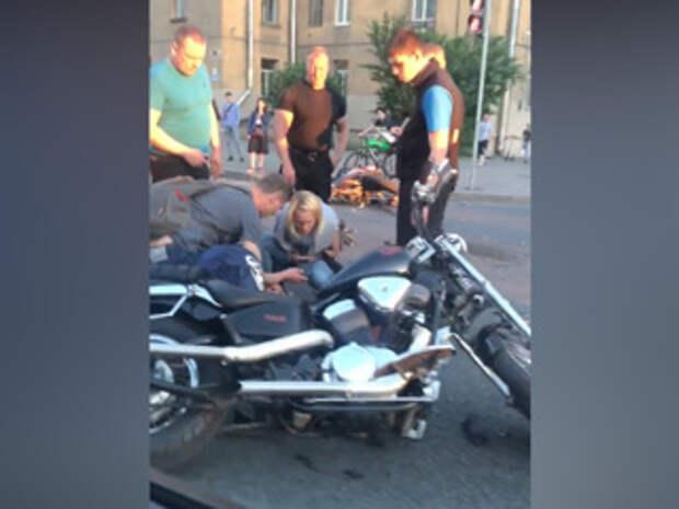 В Питере два мотоциклиста врезались друг в друга