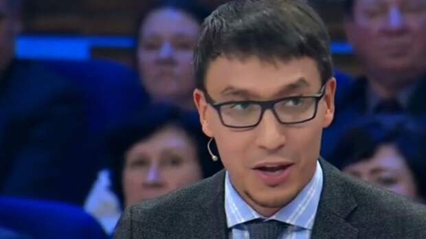 """Политолог Абзалов назвал причины введения """"бесшовных"""" майских выходных"""