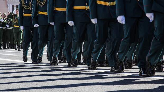 Военнослужащие ВВО провели генеральную ночную репетицию парада Победы во Владивостоке