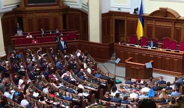 """Слуги"" пообещали не увольнять министров до осени"