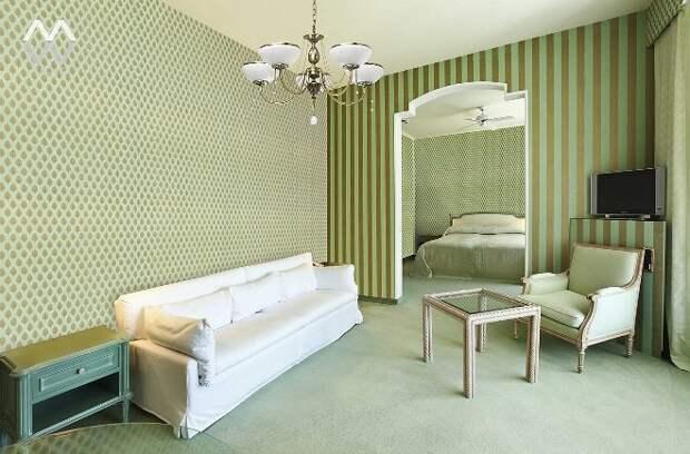 Обои в интерьере квартиры: фото дизайна и способы комбинирования (64 фото)