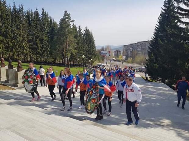 Южноуральские ватерполистки поздравили ветеранов с Днем Победы