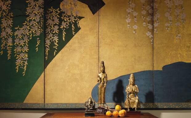 Антиквариат и аукционы: популярно ли вкладывать деньги в предметы искусства?