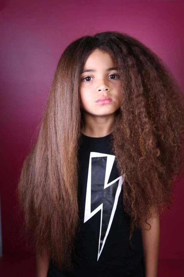 Нимальчик, нидевочка: какую уловку придумала мать, чтобы еесыну разрешили ходить вшколу сдлинными волосами