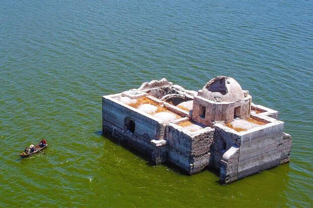Величественный древний храм показался изводы спустя 40 лет