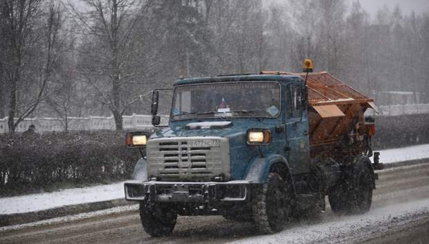Федеральные дорожные службы готовы к мокрому снегу в Подмосковье