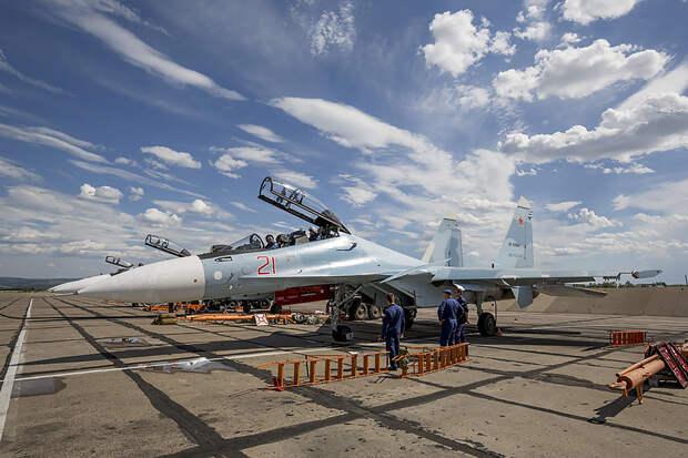 Два лётчика катапультировались из стоящего истребителя в Крыму