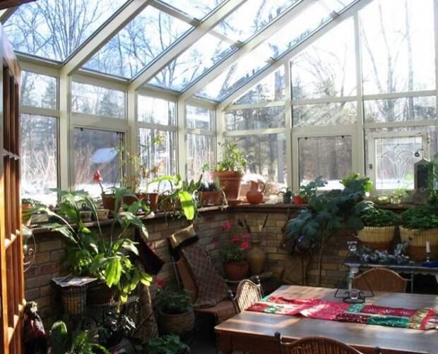 Органическое земледелие, пермакультура: столовая в теплице