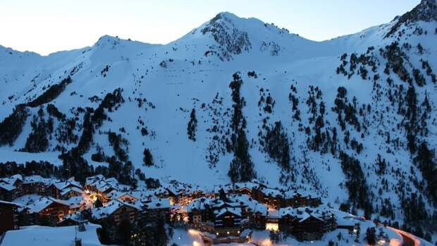 Названа причина появления красного снега на пиках французских Альп