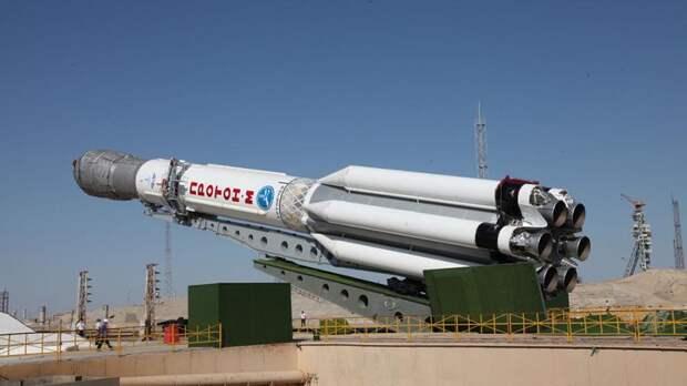 Установка ракеты-носителя «Протон-М»