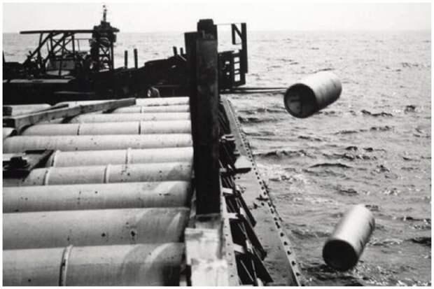 Химическое оружие, к сожалению, уничтожали и путем сброса в океан