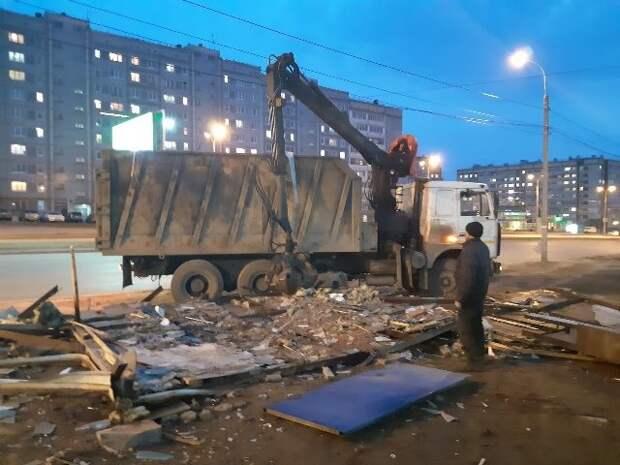 В Ижевске снесли ларек на улице Ленина, где незаконно торговали алкоголем