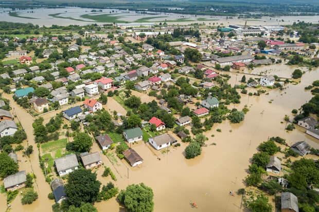 Эксперт предсказал возникновение ураганов и наводнений из-за аномальной жары