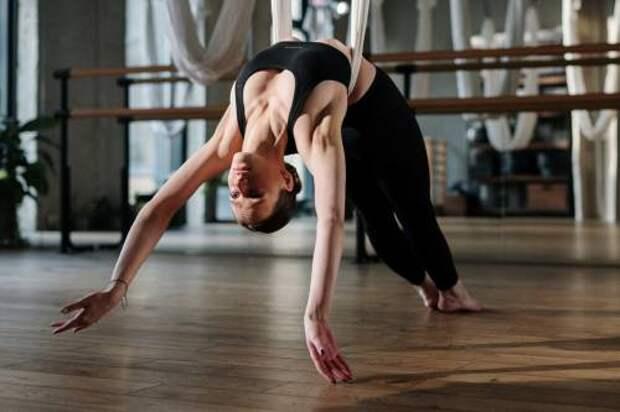 Вместо пилатеса: FLY-йога, тверкинг, хай хиллс и другие виды упражнений, которые помогут обрести фигуру мечты
