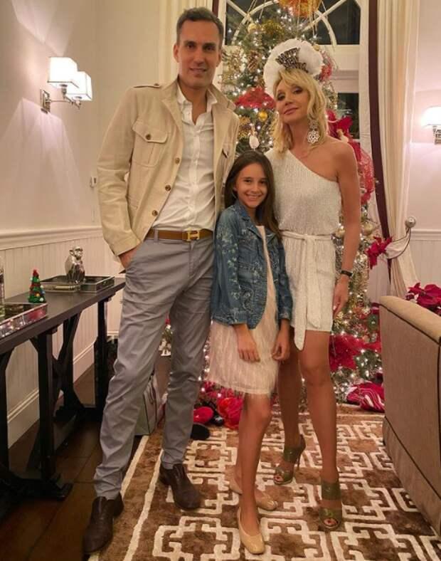 Кристина Орбакайте очаровала фанатов фото с мужем и дочкой