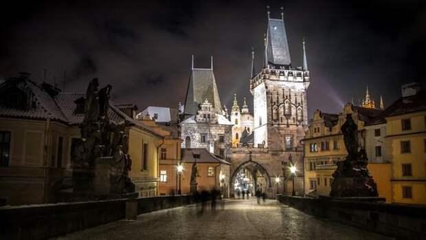 У здания посольства РФ в Праге произошла драка