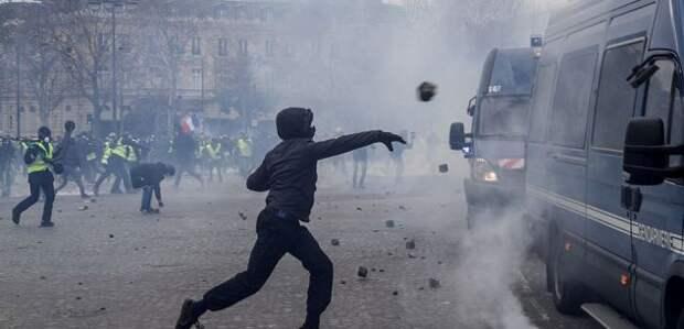 Парижский редактор озапрете снимать полицию: «Мыудаляемся отдемократии»