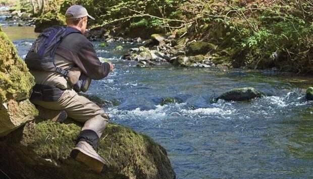Как ловить рыбу на сильном течении