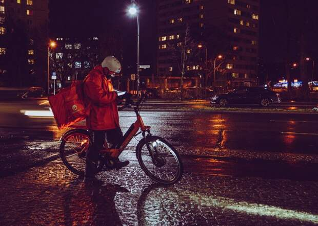Итоги опроса: жителям Южного Тушина не нравятся курьеры, которые носятся на велосипедах