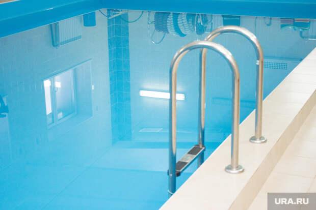 Школьники ХМАО могут остаться без бесплатных бассейнов