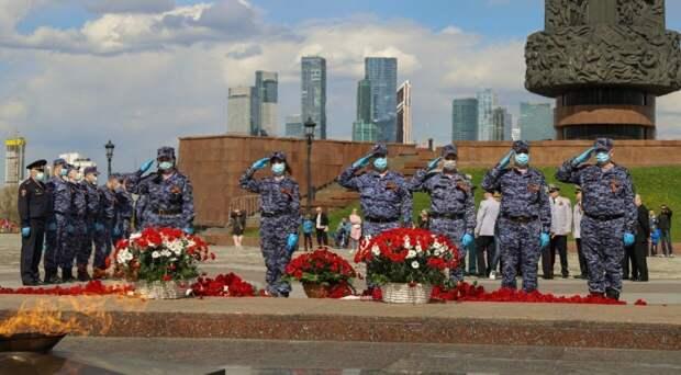 Росгвардейцы провели в Строгино и на Поклонной горе памятные акции в честь Дня Победы