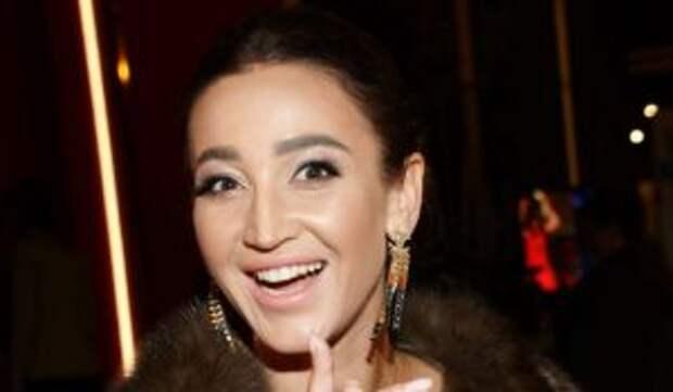«Мне 35 лет, и я дура»: Неадекватная Бузова устроила беспредел на концерте