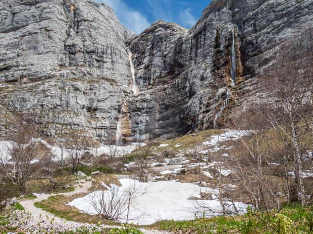 Две струи Фиштинского водопада.