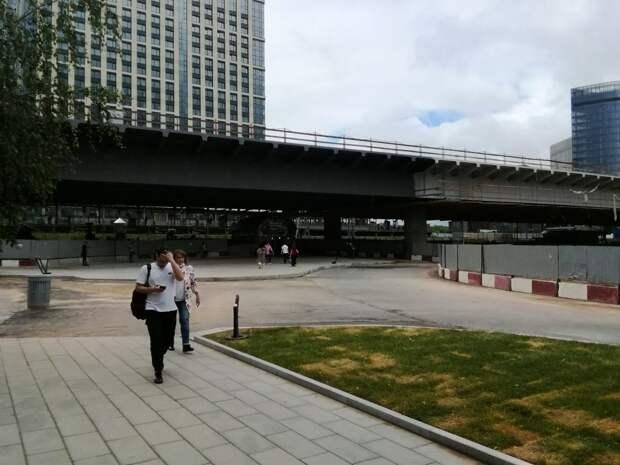 У метро «Ботанический сад» открыта новая пешеходная зона